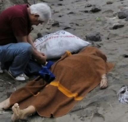Hallan el cuerpo de una mujer en Cerro Azul.