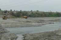 Inspecciona los trabajos de limpieza y descolmatacion aguas abajo del Puente Clarita